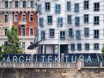 Projeďte si Prahu v architektonické tramvaji