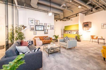 Společnost NEW WORK rozšířila nabídku pražských servisovaných kanceláří