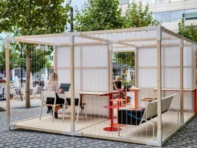 Pražské BB Centrum má k dispozici venkovní coworkingový prostor