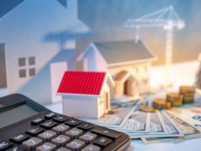 Palec nahoru pro ČNB. Pružně snížila sazby a podpořila tak v obtížné době ekonomiku. Jak zareagují hypotéky a  ceny bytů?