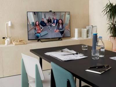 """Trendem ve firmách jsou """"huddle rooms"""" – menší flexibilní místnosti pro ad hoc komunikaci. Po návratu zaměstnanců z karantény budou ještě populárnější"""