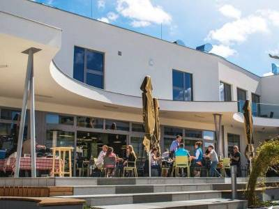 Komerční centrum v Nových Chabrech reaguje na poptávku na trhu – anonymita panelových sídlišť už nikoho neláká